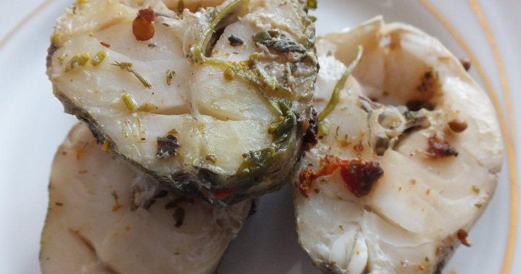 Минтай – недорогая нежирная рыба семейства тресковых