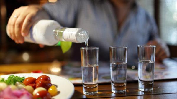 Алкоголь приводит к обезвоживанию, дисбалансу стула, геморрою