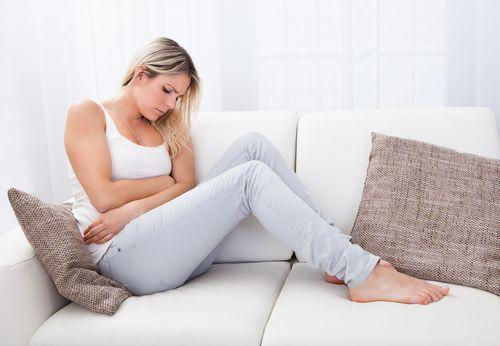 Боль в животе - частый симптом заболеваний кишечника