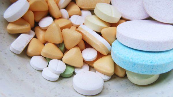 Лекарственные препараты кормящим мамам стоит употреблять только по назначению врача