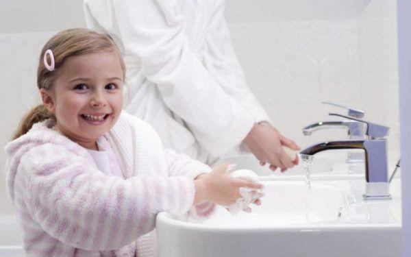 Мытье рук с мылом и водой