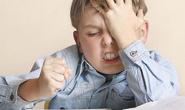 Наличие паразитов в организме провоцирует и поведенческие изменения - ребенок становится раздражительным, нервным, не может концентрировать внимание
