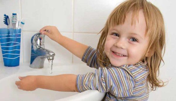 Приучать детей к соблюдению личной гигиены следует как можно раньше, ведь это лучшая профилактика паразитарных инфекций