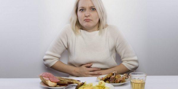 Дискомфорт при гастрите часто возникает после еды