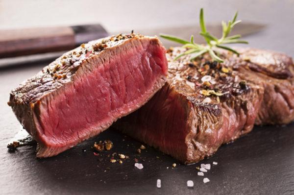 Мясо, не прошедшее качественную термическую обработку, может быть источником заражения лямблиями и другими паразитами