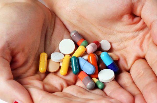Бесконтрольный прием антибиотиков - одна из причин развития дисбактериоза