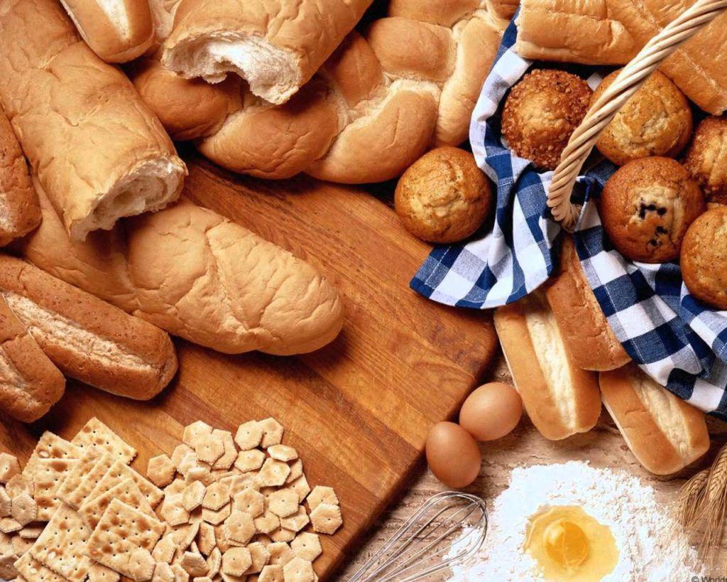 Одной из причин запора является употребление хлебобулочных изделий «всухомятку»