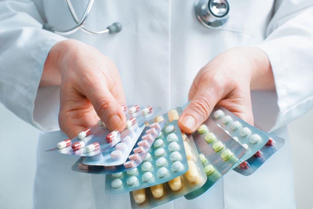 Принимать лекарства необходимо только по назначению врача, самолечение недопустимо