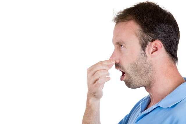 кислый запах изо рта у новорожденного
