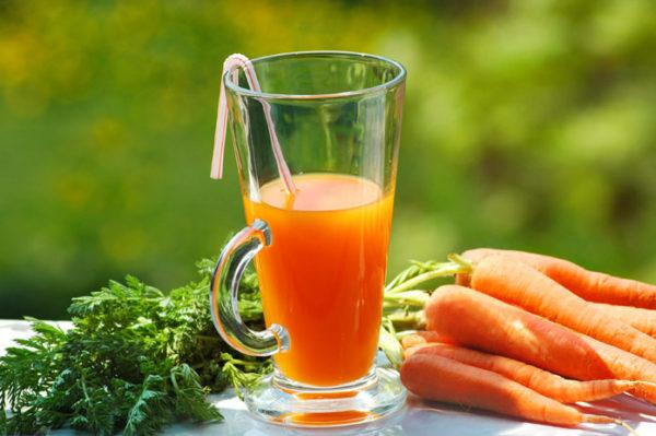 Оптимальная дневная доза морковного фреша, которая принесет организму заметную пользу, составляет 1-2 стакана