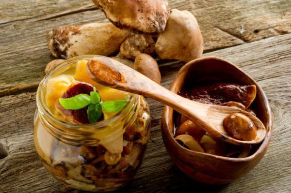Не рекомендуется употреблять жареные или маринованные грибы