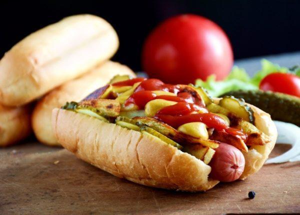 Нездоровая пища отрицательно влияет на пищеварение