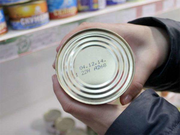 Нужно быть более внимательными при покупке продуктов и следить за сроком годности товаров