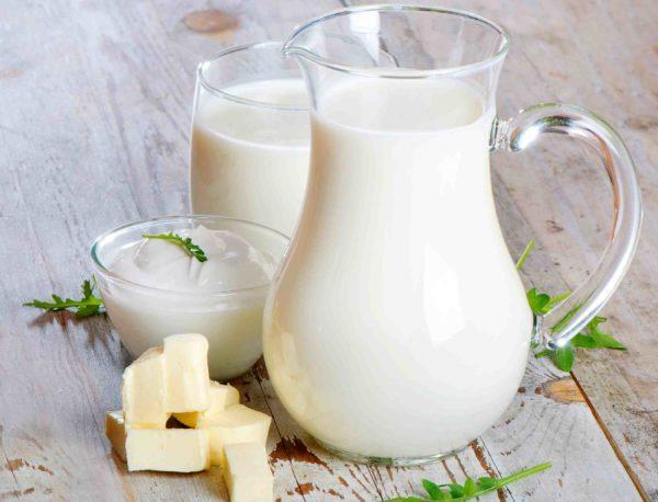 Перед сном следует выпивать стакан нежирного молока или кефира