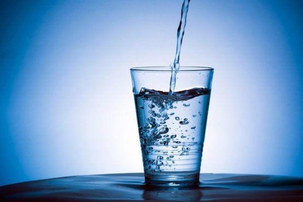 Пейте чистую воду с  утра