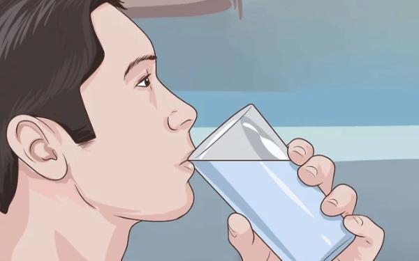Пейте от 6 до 8 стаканов (250 мл) воды ежедневно для оздоровления кишечника