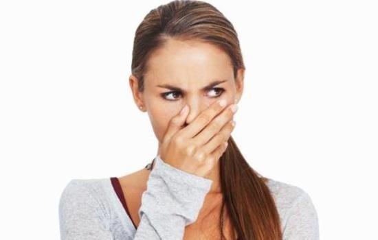 Отрыжка может носить разный характер и оставлять кислый, горький или тухлый привкус