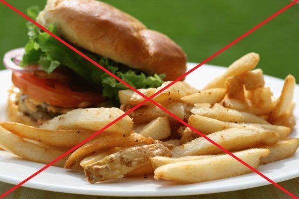 После процедуры лучше отказаться от тяжелой пищи