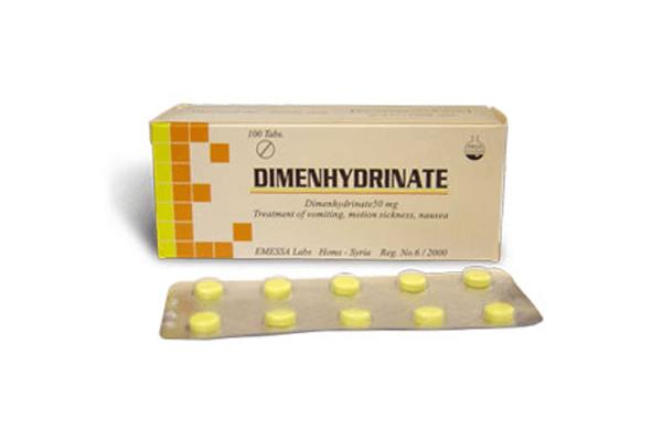 Препарат Дименгидринат используется для подавления рвотного рефлекса и тошноты в поездках и путешествиях