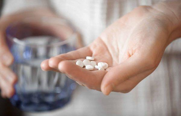 Препараты помогают бороться с изжогой и отрыжкой