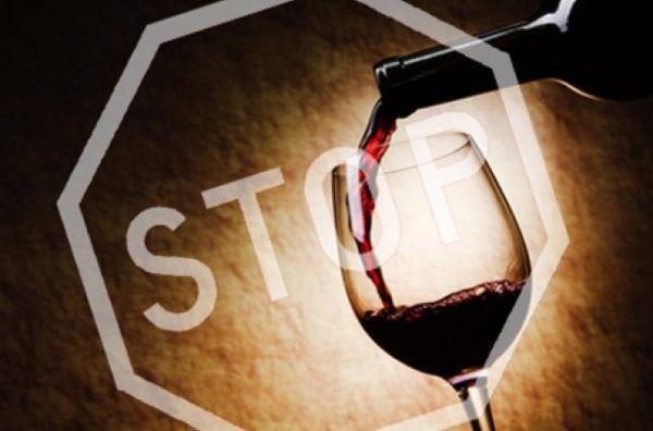 При пищевом отравлении нельзя употреблять алкоголь