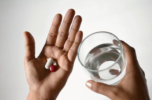 Приём медикаментов необходим для устранения болевого синдрома