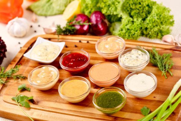 Различные соусы и заправки рекомендуется готовить самостоятельно