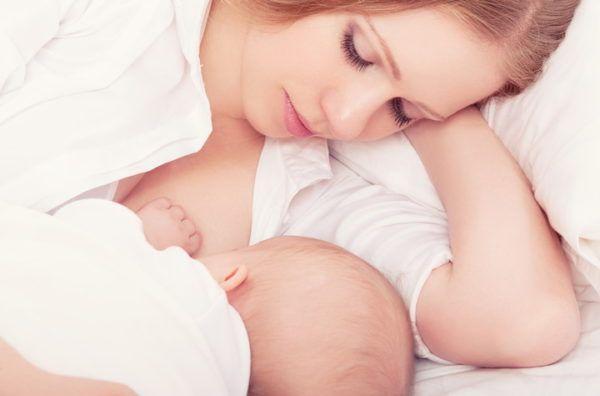 Ребенка нужно чаще прикладывать к груди