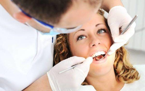 Регулярно посещайте стоматолога