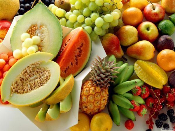 Рекомендуется употреблять некислые фрукты и ягоды