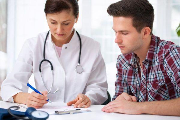 Терапевт выпишет направление к гастроэнтерологу или проктологу