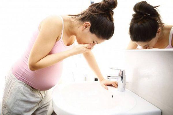 У беременных отсутствие аппетита может быть вызвано токсикозом