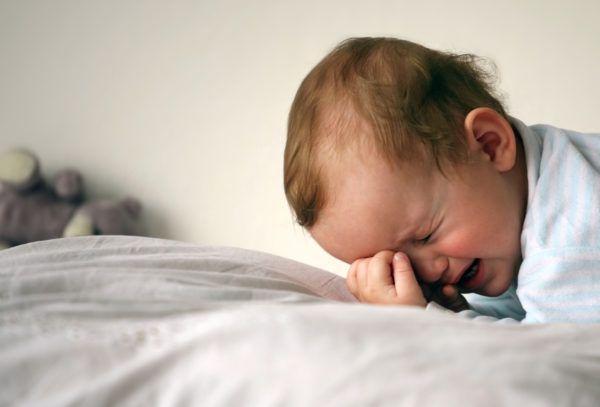 Запоры бывают у простуженных малышей