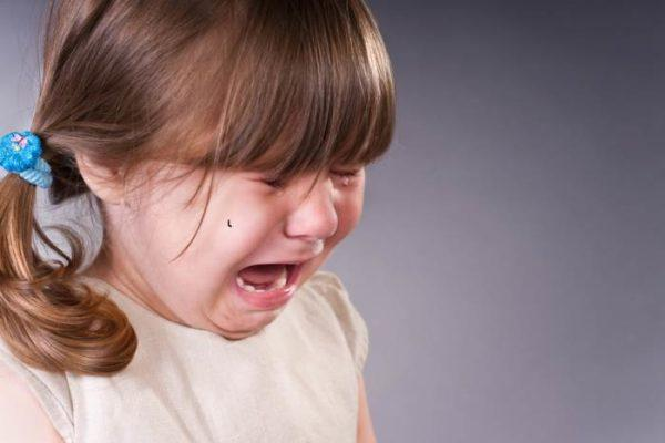 Ребенок жалуется на боль в животе