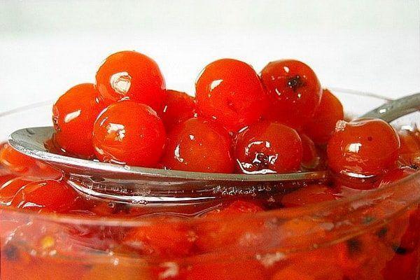 Сок рябины красной снижает уровень холестерина в крови, нормализует обмен веществ