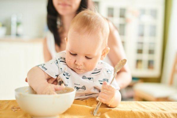 42% мам переводит ребенка на общий стол после года