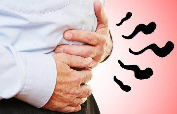Больные жалуются на тяжесть в животе, запоры, резкую боль