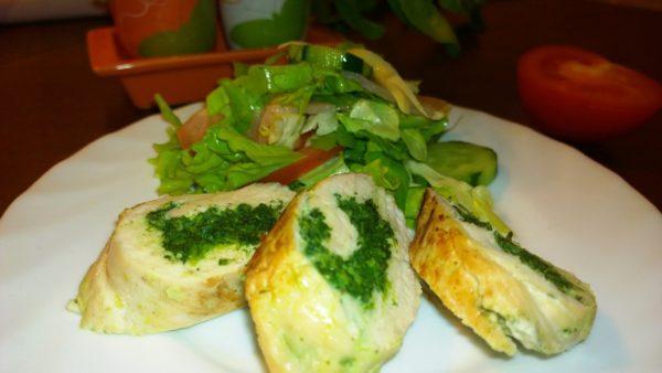 Диетическое блюдо - курица и шпинат паровые