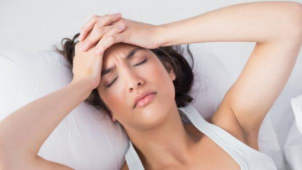 Если боли сопровождаются температурой, плохим самочувствием, не стоит откладывать визит к врачу