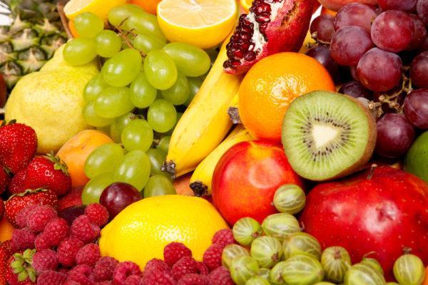 Избегайте употребления кислых фруктов, ягод, овощей до выздоровления