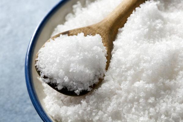 Избыточное потребление соли и заболевания печени приводят к возникновению отеков