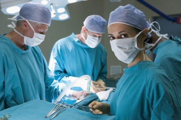 К хирургическому вмешательству прибегают редко