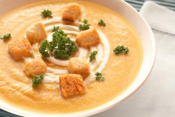 Крем-суп из овощей с гренками