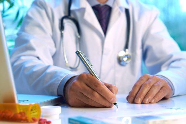 При обнаружении крови в кале ребенка обратитесь к врачу незамедлительно