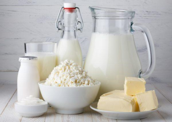 Молоко и молочные продукты на период диеты исключены