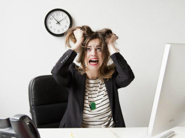 Неприятные ощущения в правом боку могут возникать при нервном перенапряжении и продолжительных стрессах
