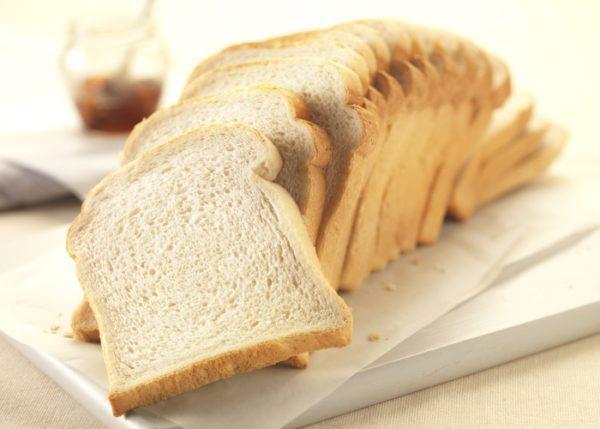Подсохший белый хлеб