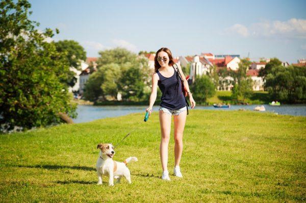 При тошноте попробуйте выйти на прогулку. Свежий воздух поможет избавиться от неприятного ощущения