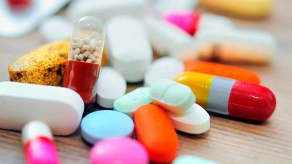 Прием медикаментозных средств может стать причиной металлического привкуса во рту
