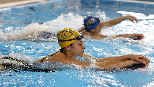 Регулярно посещайте бассейн